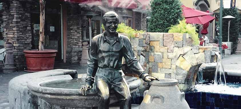 sonny_bono_statue_in_palm_springs_california